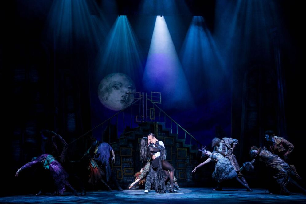 Samantha Womack as Morticia Addams and Cameron Blakely as Gomez Addams (centre) in THE ADDAMS FAMILY. Credit Matt Martin (2)
